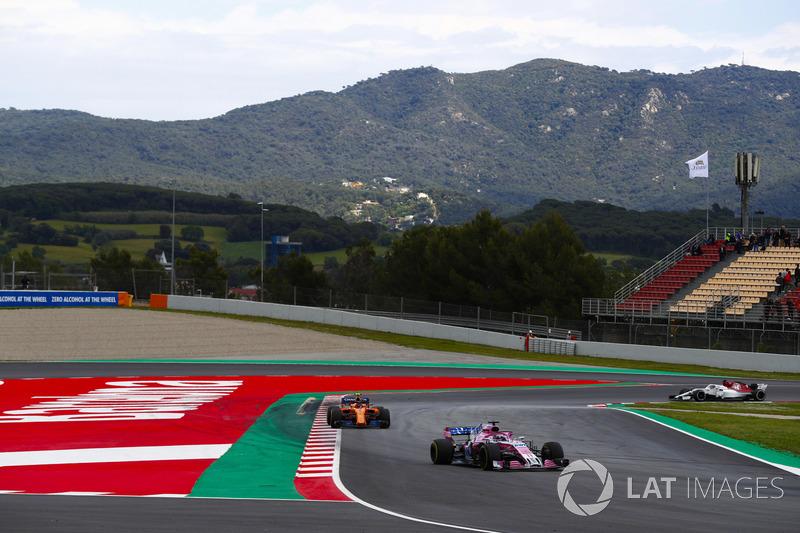 Sergio Perez, Force India VJM11, Stoffel Vandoorne, McLaren MCL33 and Marcus Ericsson, Sauber C37