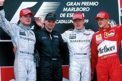 Podyum: David Coulthard, McLaren, Adrian Newey, yarış galibi Mika Hakkinen, McLaren, 3. Michael Schumacher, Ferrari