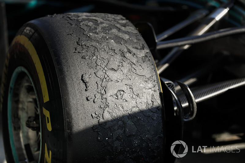 Bekas ban Mercedes AMG F1 W09