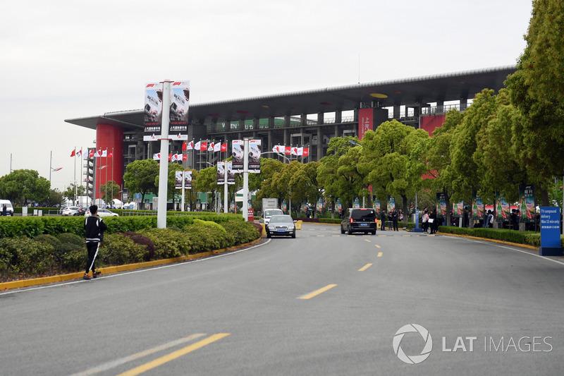 Circuit entrance