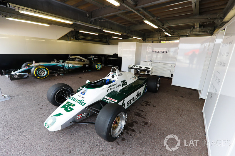 El Williams FW08 Ford Cosworth 1982 de Keke Rosberg y el Mercedes W07 2016 de Nico Rosberg