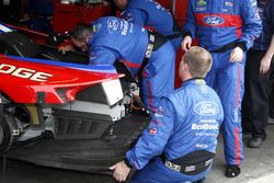 Mechanics working on the car #67 Ford Performance Chip Ganassi Racing Ford GT: Ryan Briscoe, Richard Westbrook, Stefan Mücke