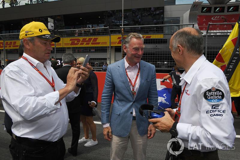 Джером Столл, директор Renault Sport F1, Шон Братчес, керуючий комерційний директор Формули 1, Франц
