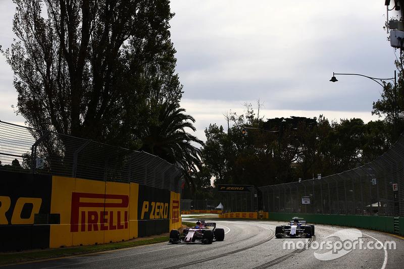 Sergio Perez, Force India VJM10; Pascal Wehrlein, Sauber C36
