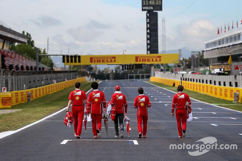 Sebastian Vettel, Ferrari walks the track, the team