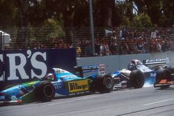 Damon Hill, Williams FW16B Renault bloquea en la frenada ante Michael Schumacher, Benetton B194 Ford