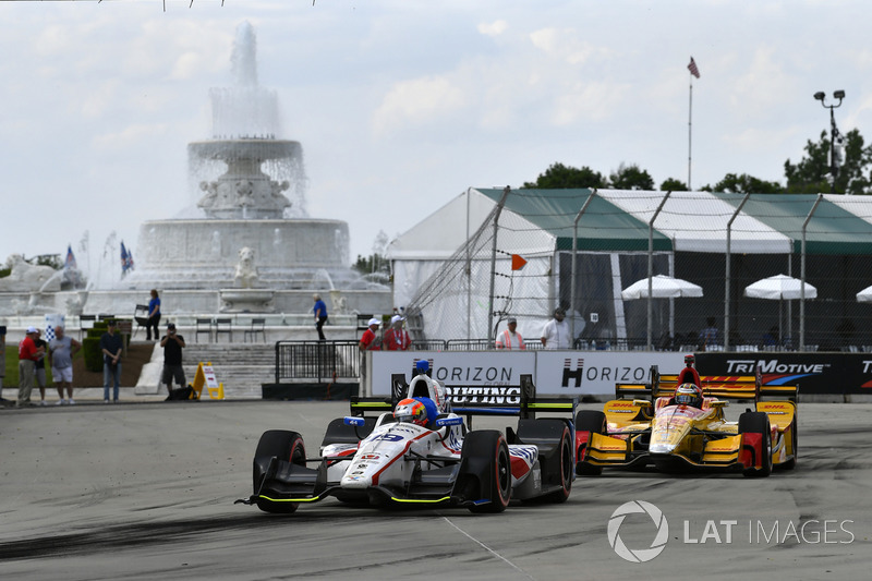 Ed Jones, Dale Coyne Racing, Honda; Ryan Hunter-Reay, Andretti Autosport, Honda