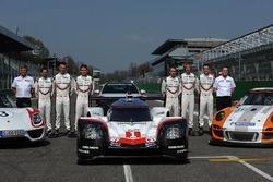 Andreas Seidl, Team Principal Porsche Team, Fritz Enzinger, Vice Presidente LMP1 Porsche Team, Timo Bernhard, Earl Bamber, Brendon Hartley, Neel Jani, Andre Lotterer, Nick Tandy, durante la presentazione del Team Porsche