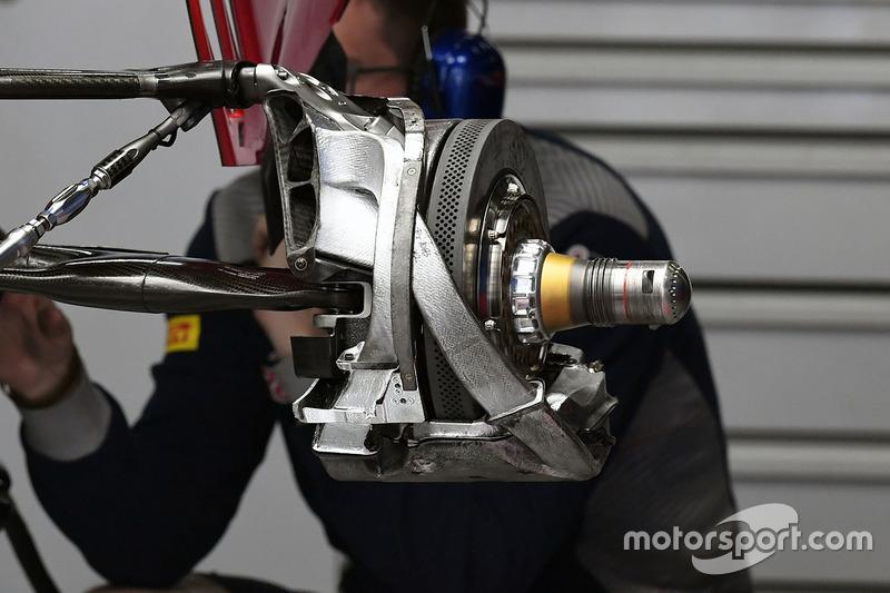 Scuderia Toro Rosso STR12 rear wheel detail