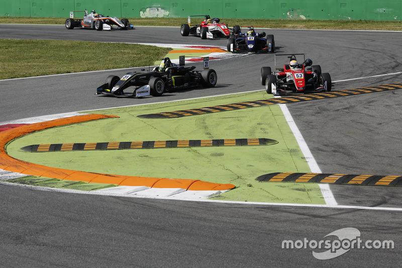 Lando Norris, Carlin Dallara F317 - Volkswagen, Callum Ilott, Prema Powerteam, Dallara F317 - Mercedes-Benz