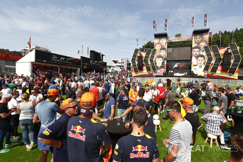 Fans at the stage in the centre of the F1 Fanzone
