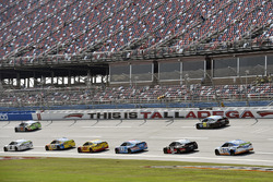 Brad Keselowski, Team Penske Ford and David Ragan, Front Row Motorsports, Ford Fusion
