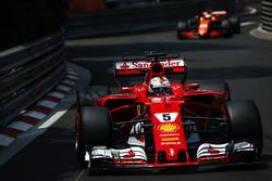Sebastian Vettel, Ferrari SF70H, Jenson Button, McLaren MCL32