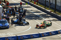 Lucas di Grassi, ABT Schaeffler Audi Sport, leaves the pits