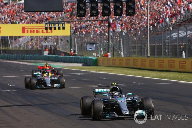 Валттері Боттас, Mercedes AMG F1 W08, Льюіс Хемілтон, Mercedes AMG F1 W08 та Макс Ферстаппен, Red Bu