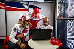 Alex Ghini, responsable hospitality Pramac Racing, Federico Cappelli, attaché de presse, et Jacopo Menghetti, responsable marketing