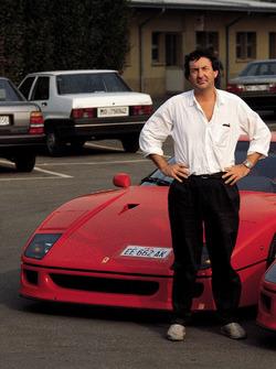 Ferrari F40 та Нік Мейсон з Pink Floyd у Маранелло в 1992 році