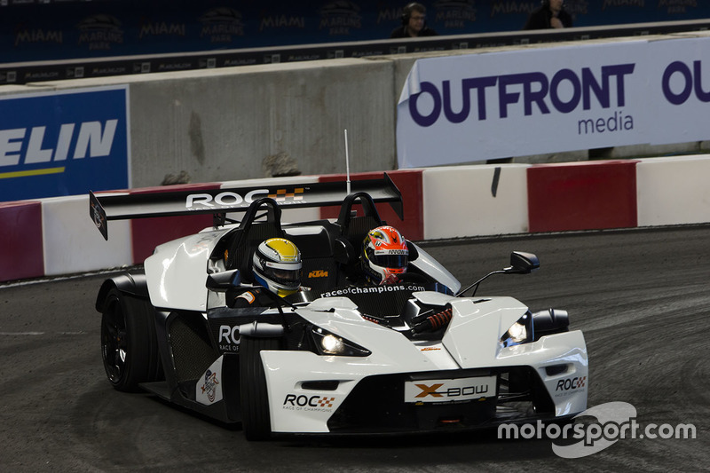 James Hinchcliffe maneja el KTM X-Bow Comp R