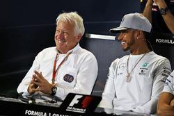 Charlie Whiting y Lewis Hamilton, Mercedes AMG F1 en la rueda de prensa de la FIA
