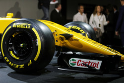 Renault Sport F1 Team RS17 - Pirelli tyre and front wing detail