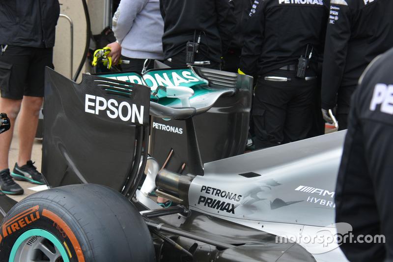 Mercedes F1 W07, Heckflügel