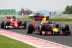Max Verstappen, Red Bull Racing RB12, Kimi Raikkonen, Ferrari SF16-H crash