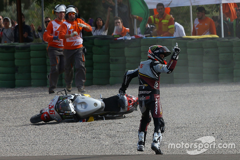 Mika Kallio, Marc VDS Racing Team reagisce dopo essere caduto per colpa di Maverick Viñales, Pons HP 40