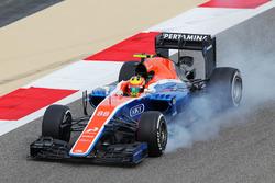 Rio Haryanto, Manor Racing MRT05 locks up under braking