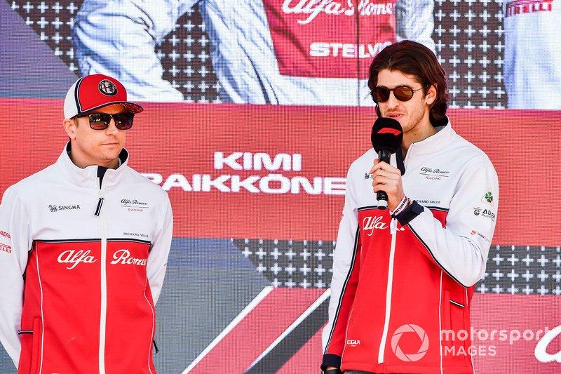 Kimi Raikkonen, Alfa Romeo Racing e Antonio Giovinazzi, Alfa Romeo Racing, all'evento a Federation Square
