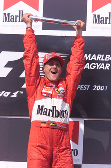 Podium: race winnaar Michael Schumacher, Ferrari