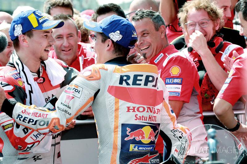Переможець гонки Хорхе Лоренсо, Ducati Team, друге місце Марк Маркес, Repsol Honda Team