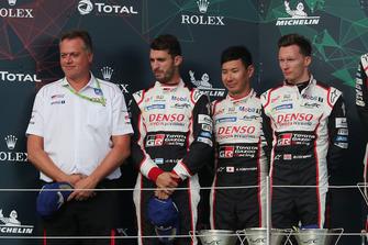 Podium: deuxième place #7 Toyota Gazoo Racing Toyota TS050: Mike Conway, Kamui Kobayashi, Jose Maria Lopez