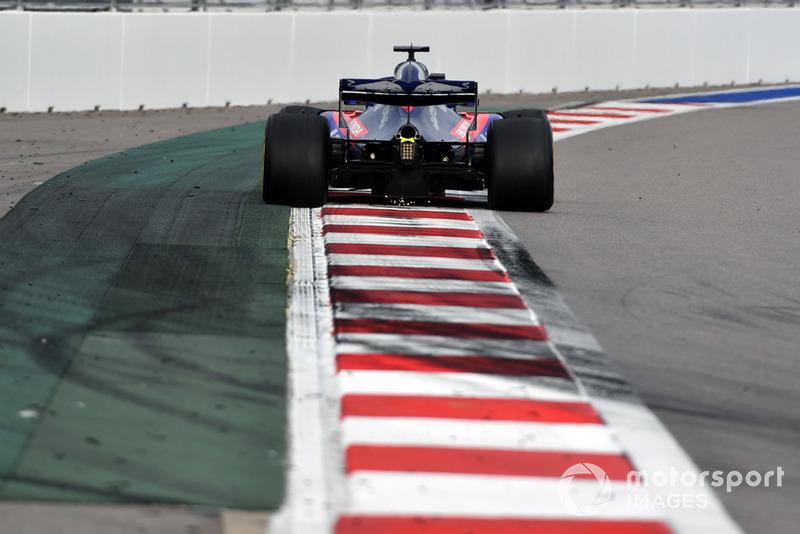 Brendon Hartley, Scuderia Toro Rosso STR13 sparks