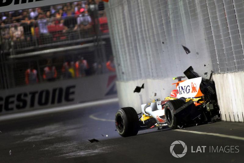 Спустя всего пару кругов после пит-стопа Фернандо его напарник Нельсон Пике-младший разбил машину – бразилец жестко приложился правым бортом в семнадцатом повороте