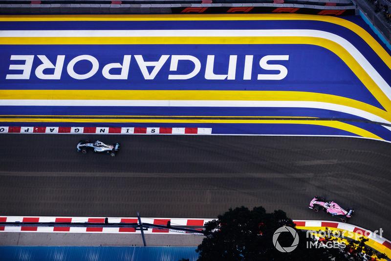 Lewis Hamilton, Mercedes AMG F1 W09 EQ Power+, Sergio Perez, Racing Point Force India VJM11