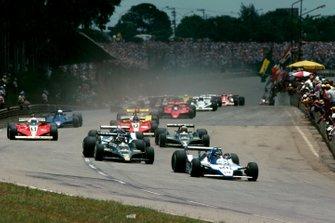 El ganador de la carrera Jacques Laffite, Ligier JS11 lidera el tercer lugar Carlos Reutemann, Lotus 79