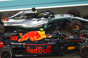 Lewis Hamilton, Mercedes-AMG F1 W09 with disc brakes glowing and Max Verstappen, Red Bull Racing RB14 battle