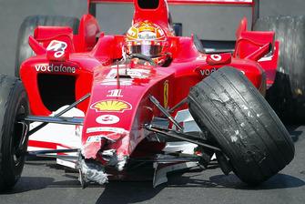 Crash: Michael Schumacher, Ferrari F2004