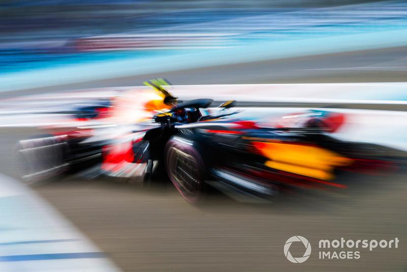 6: Макс Ферстаппен, Red Bull Racing RB14 – 1:35.589