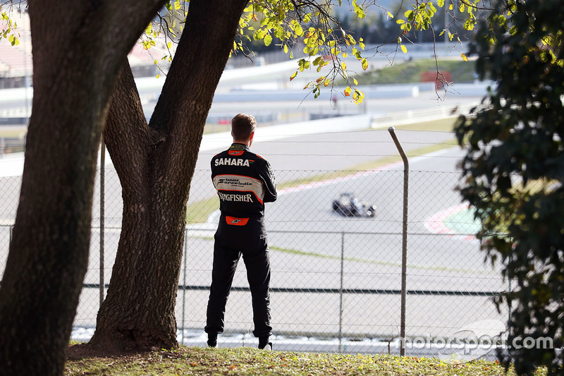 47: Березневі тести у Барселоні. Ніко Хюлькенберг, Sahara Force India F1 слідкує за подію