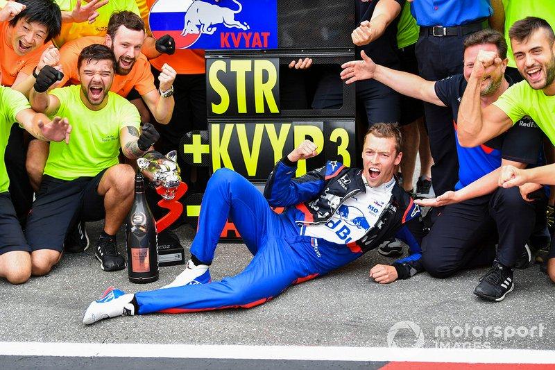Групповая фотография Toro Rosso после подиума в Германии