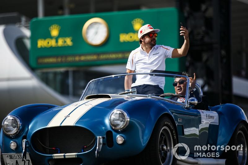 Fernando Alonso, McLaren, en el desfile de pilotos