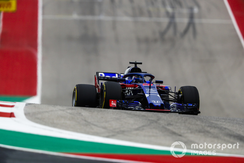 Hartley is hit by debris in FP3