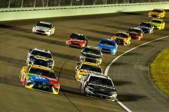 Kyle Busch, Joe Gibbs Racing, Toyota Camry M&M's and Aric Almirola, Stewart-Haas Racing, Ford Fusion Smithfield