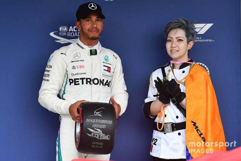 Lewis Hamilton, Mercedes AMG F1 recibe el premio por la pole position