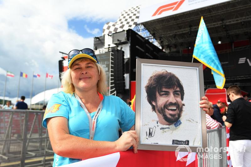 Уболівальниця Фернандо Алонсо, McLaren
