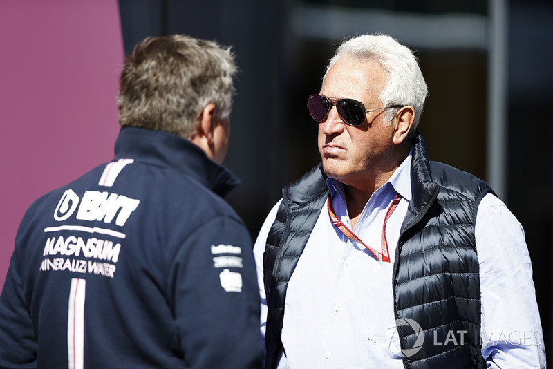 Lawrence Stroll berbincang dengan Otmar Szafnauer, Chief Operating Officer, Force India