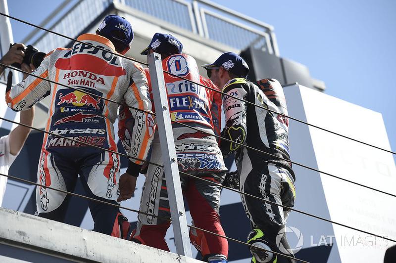 Подіум: друге місце Марк Маркес, Repsol Honda Team, переможець гонки Андреа Довіціозо, Ducati Team, третє місце Кел Кратчлоу, Team LCR Honda