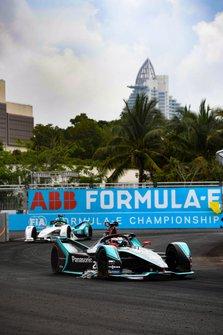 Mitch Evans, Panasonic Jaguar Racing, Jaguar I-Type 3, avec une publicité collée à sa voiture et Tom Dillmann, NIO Formula E Team, NIO Sport 004