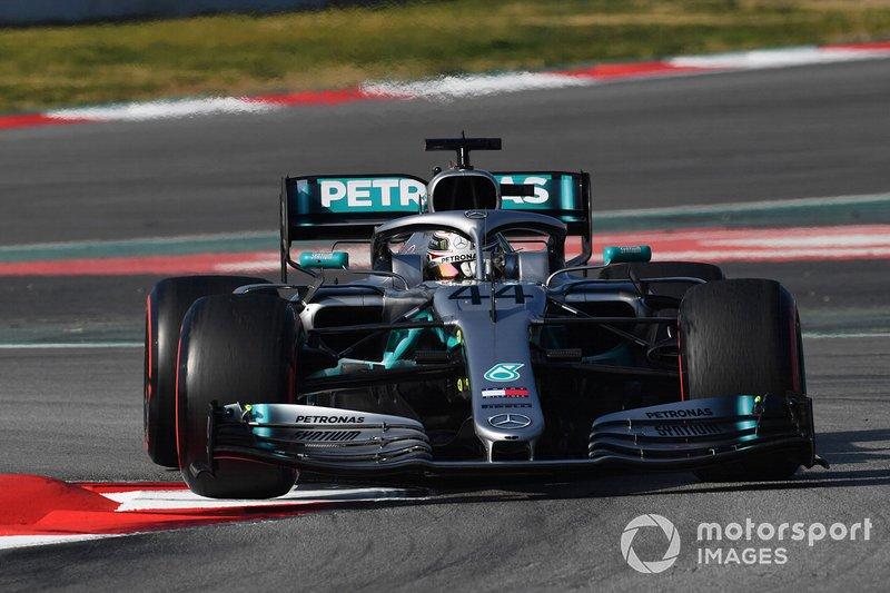 Lewis Hamilton, Mercedes-AMG F1 W10 lifts a front wheel